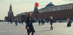 Walking through Red Sqaure with balloon device